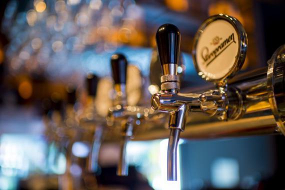 Bières dans un bar