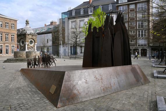 """""""Les Principautaires"""", sculpture réalisée par Mady Andrien, place Saint-Barthelemy à Liège"""
