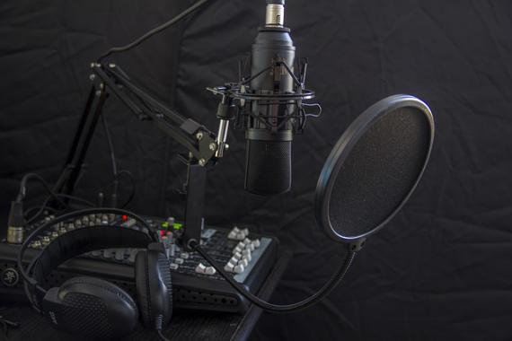 Matériel d'enregistrement dans un studio de radio