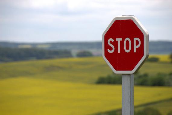 """Panneau de signalisation routière """"stop"""""""