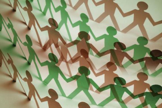 Illustration représentant une chaîne humaine