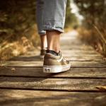 Une personne qui marche